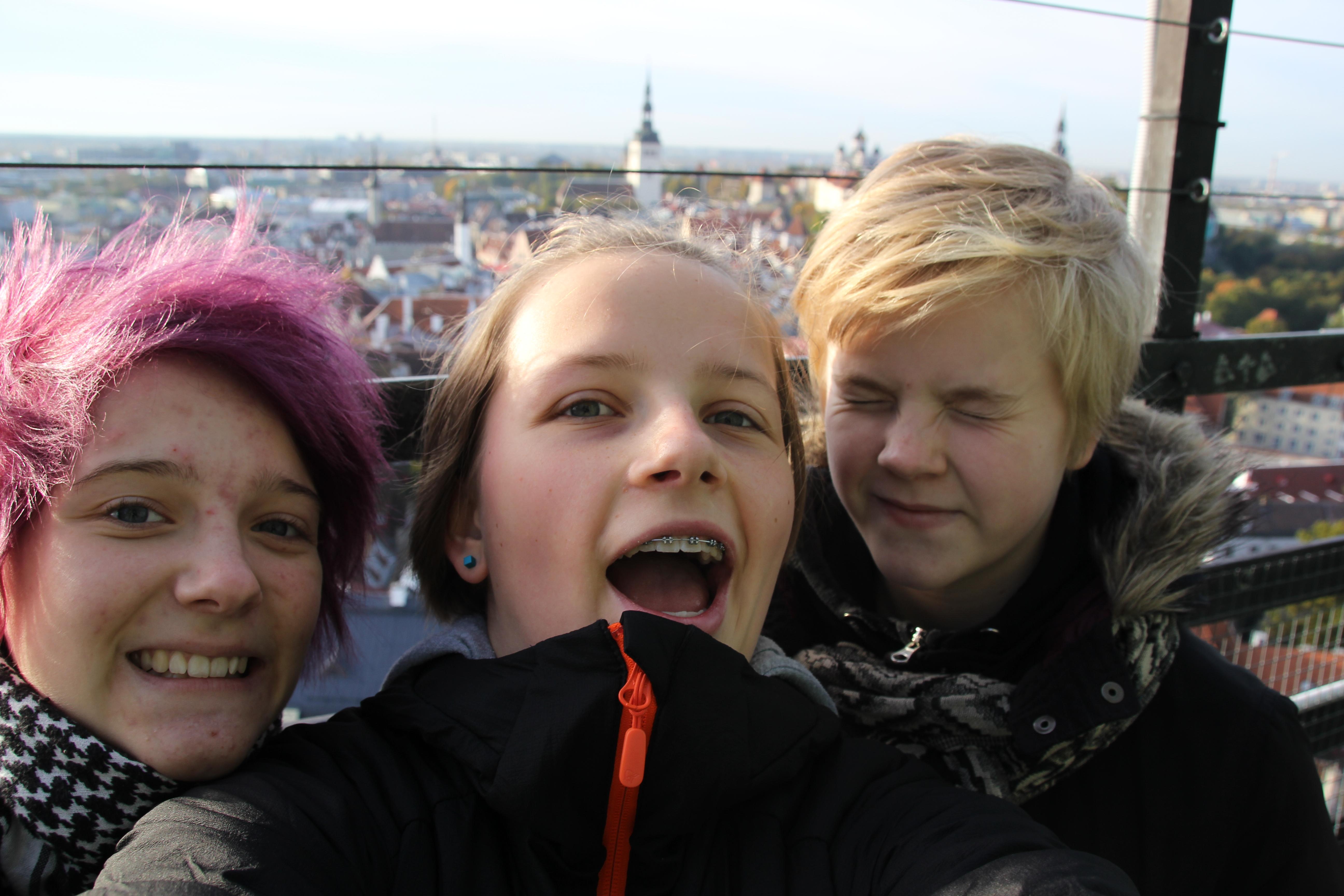 Meine Gastschwestern und ich auf dem Turm